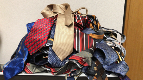 Rolling up Your Tie, Fold Tie,  Packing Your Tie with a Suit, Rolling a Tie, Storing Your Ties While Traveling