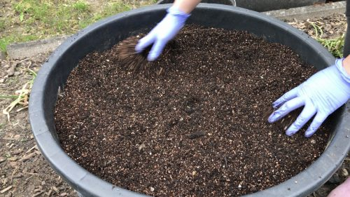 how to make garden soil, What type of soil is best for gardening, How do you make a good garden soil mix, how to make garden soil mix, how to make garden soil for raised beds, how to make potting soil